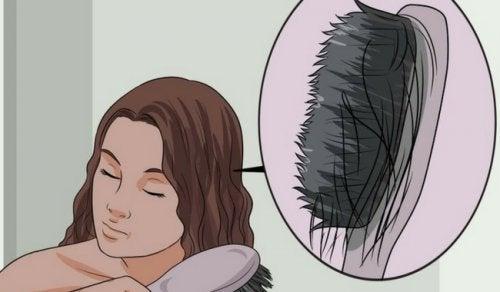 Queda de cabelo: causas e alimentos que evitam sua queda