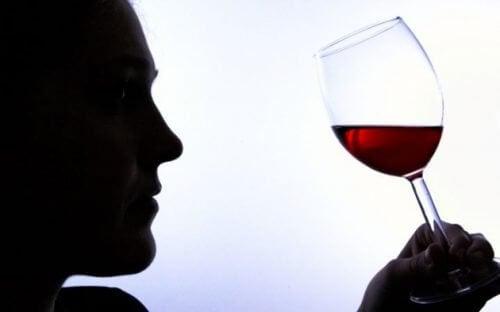 6 sinais de vício em álcool