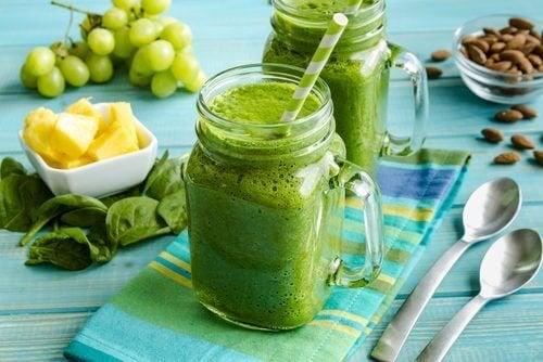 Batida de abacate, abacaxi e sementes de chia para reduzir a cintura