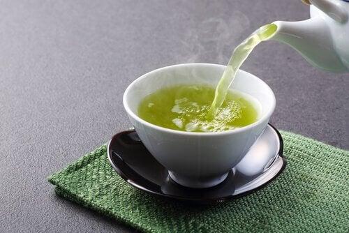 O chá verde pode ajudar a queimar gordura