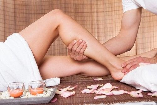 Massagens para evitar retenção de líquidos
