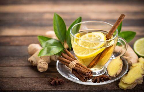 Limonada caseira com canela