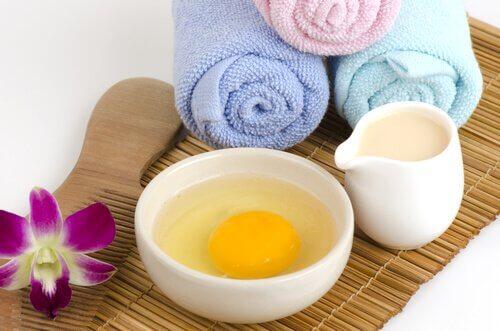 Tratamento capilar com ovo para eliminar a caspa