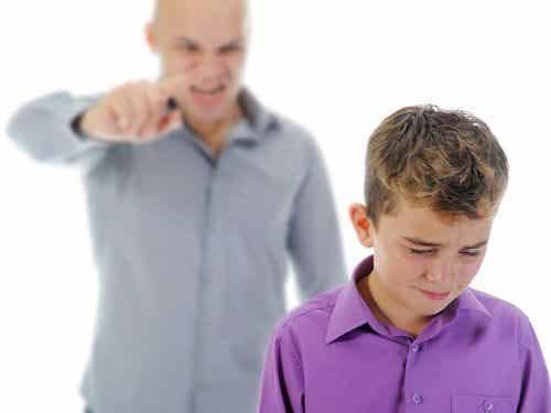 Como parar de gritar com as crianças?