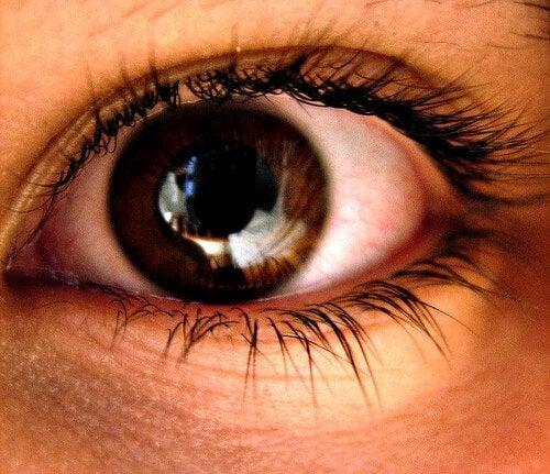 Pupilas dilatadas por causa da ansiedade