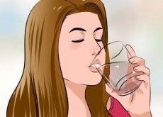 4 razões para beber água morna ao invés de gelada