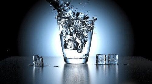 Água melhora cor da urina