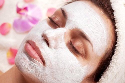 Como esfoliar a pele com produtos caseiros?