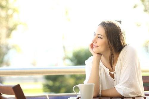 Mulher lidando contra a ansiedade sozinha