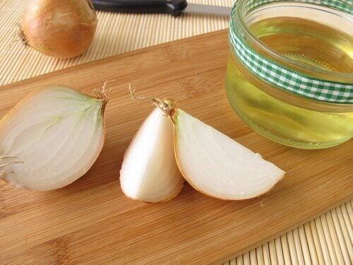 Remédio de cebola e óleo de argan contra a queda de cabelo