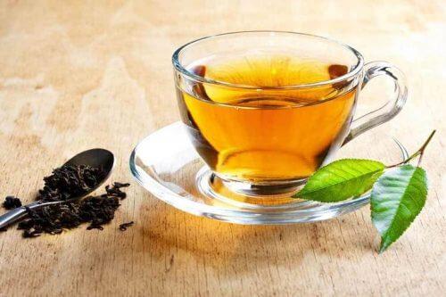 O chá de damiana pode ajudar a diminuir as rugas