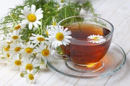 Chá de camomila para remover os calos