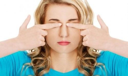 7 exercícios fáceis para cuidar de seus olhos e evitar a dor de cabeça
