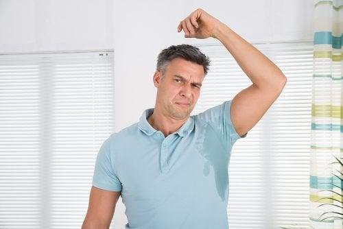 Remédios caseiros para evitar o suor nas axilas