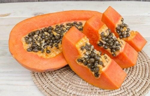 Mamão papaia para desintoxicar o fígado