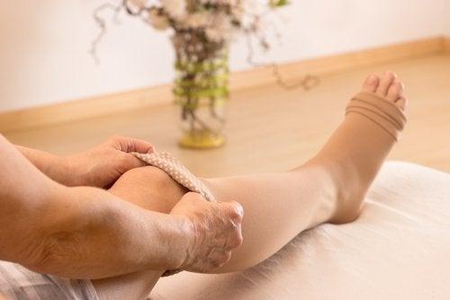 A massagem para reduzir a retenção de líquidos é uma das maneiras de diminuir o inchaço abdominal