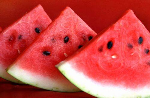 A melancia ajuda a tratar a retenção de líquidos