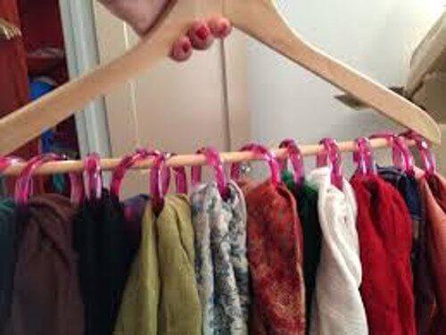 Como organizar as roupas para ter mais espaço no armário