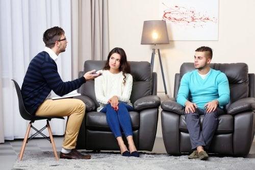 Casal com psicologo tentando ativar o desejo