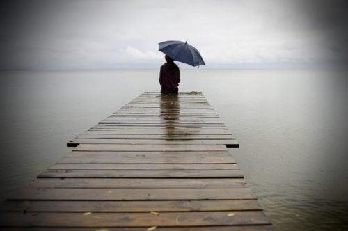 Estar sozinho dói, mas através da dor você pode se curar