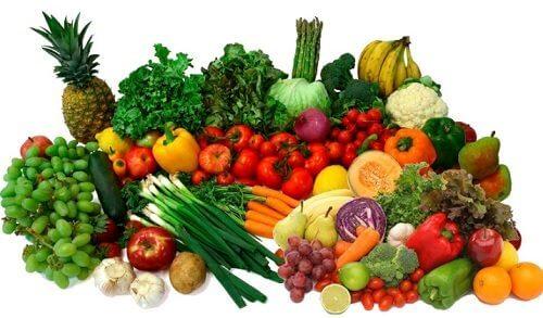 Uma boa alimentação ajuda a tratar o formigamento na pele
