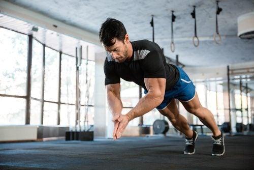 Homem fazendo exercícios