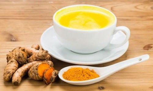 Cúrcuma com leite para reduzir a dor da artrite