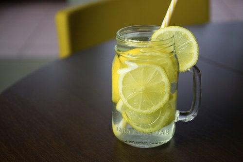 Suco de limão para evitar a boca seca