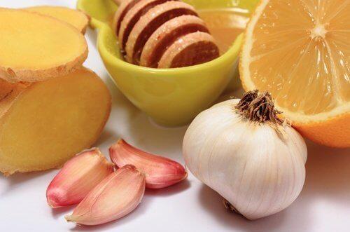 Remédio natural de alho e mel