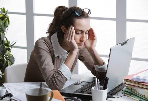 Computador provoca dor de cabeça