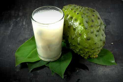 10 benefícios de consumir suco de graviola