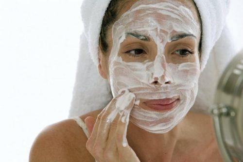 Máscara de iogurte para hidratar a pele seca