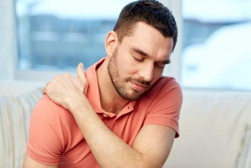 A dor nos ombros pode ser causada pelo estado emocional