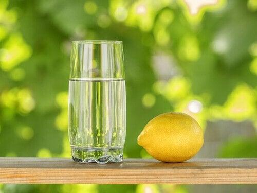 O limão ajuda a tratar a gengivite