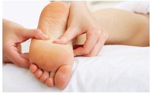 Massagem em pé plano