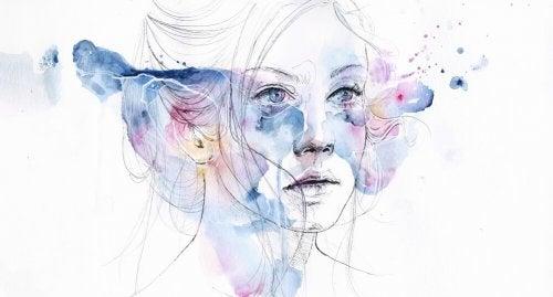 Mulher passivo-agressiva com pintura ao redor do rosto