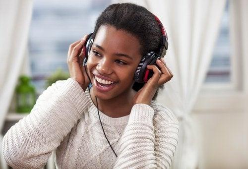 Ouvir música é um dos hábitos para ter mais energia