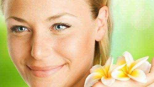 4 chás herbais para ter uma pele jovem