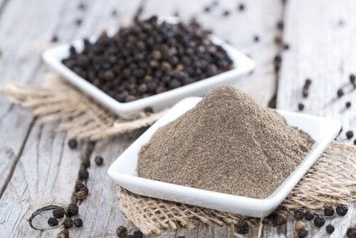A pimenta é uma das especiarias para substituir o sal