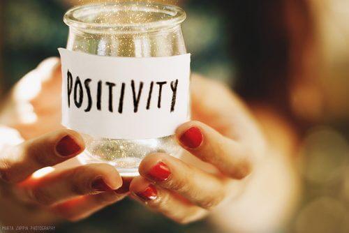 Frasco com frase positiva