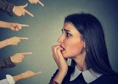 Você se preocupa demais com o que os outros pensam?