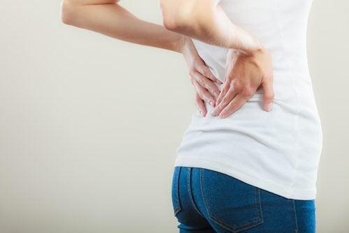 Dor na coluna pode ser sinal de câncer de bexiga