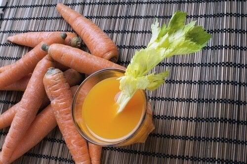 Suco de cenoura para desinflamar o abdômen