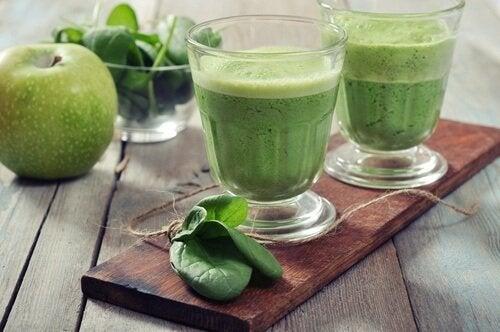 Suco verde para limpar o sangue