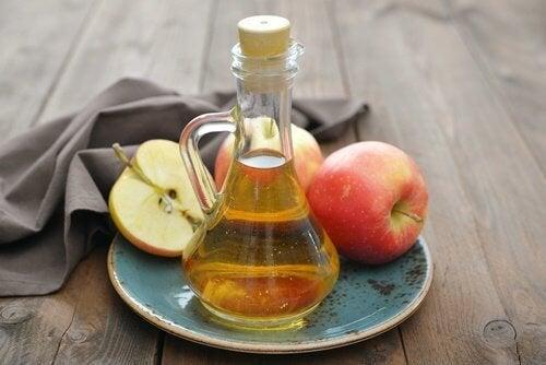 O vinagre de maçã ajuda a aliviar a dor de garganta
