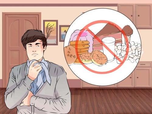 Homem pensando em sua alimentação pouco saudável
