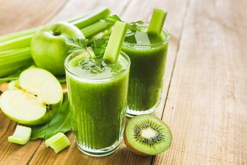 Plano detox de uma semana à base de sucos verdes