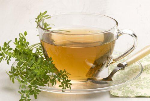 Chá de arruda para reduzir os roncos