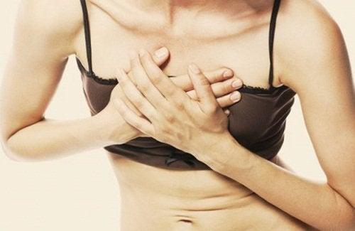 A dor no peito é um dos sinais de doenças cardíacas