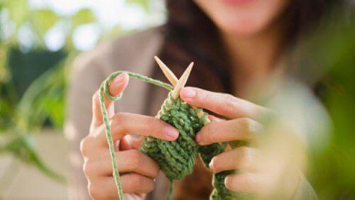 Tricotar oferece vários benefícios para o cérebro